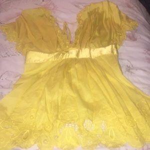 BeBe yellow top